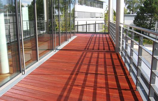 balkon aus massaranduba villani holz im garten villani holz im garten. Black Bedroom Furniture Sets. Home Design Ideas