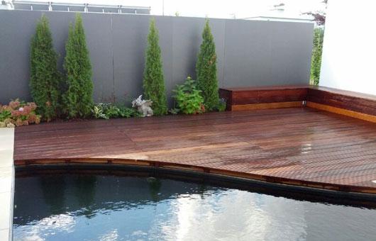 terrasse und pool villani holz im garten villani holz im garten. Black Bedroom Furniture Sets. Home Design Ideas