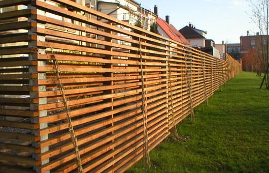 Eleganter Trapezlattenzaun Aus Sibirischer Larche Villani Holz