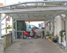 Carport in Grau