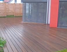 Terrasse und Sichtschutzelemente